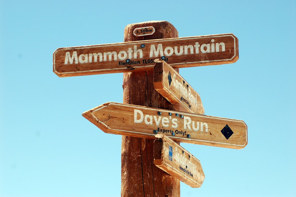 All-signs-to-Mammoth-Mountain.-Photo-Flickr-jcookfisher