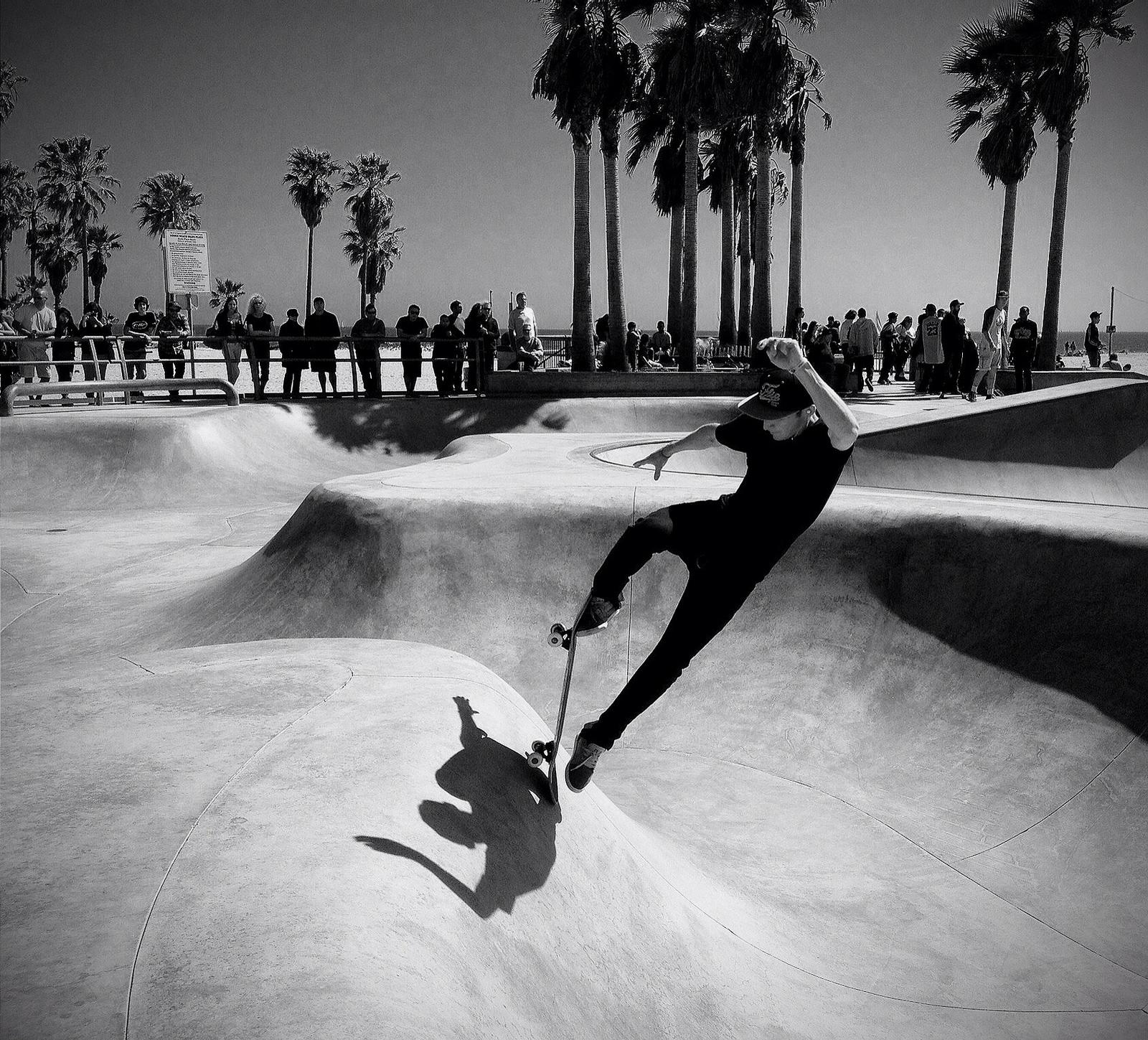 Float-Venice-Beach-California.-Photo-Flickr-Ryan-Vaarsi