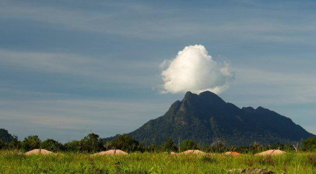 The-far-off-view-of-the-small-but-impressive-Mt.-Santubong.-Photo-Dustin-Iskandor