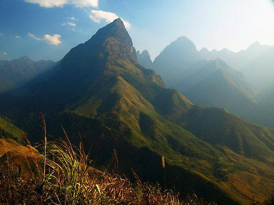 Locals-travel-to-the-peak-of-Mt.-Fansipan-to-gain-their-entry-to-adulthood.-Photo-treksapavietnam.com_