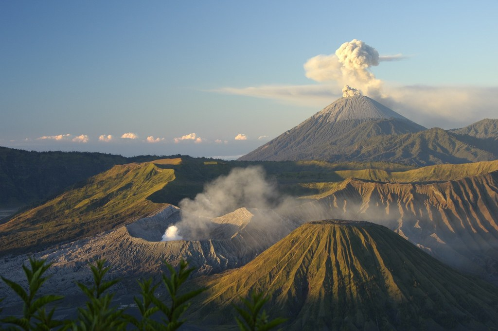 Mount-Bromo-Java-Indoneisa.-Photo-Flickr-Sara-Marlowe