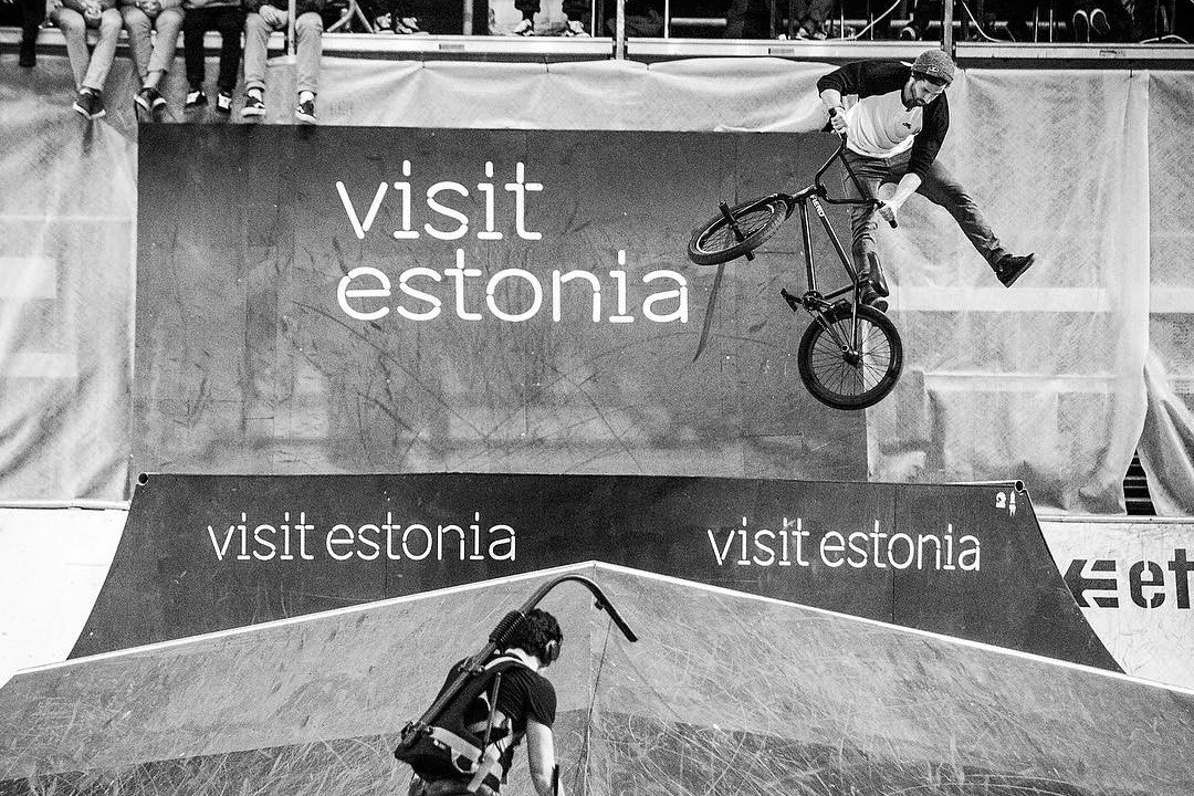 Three times Simple Session champion reynoldsfiend with an oppo whip into the visitestonia Estonian flag set-up. Photo credit- timkorbmacher