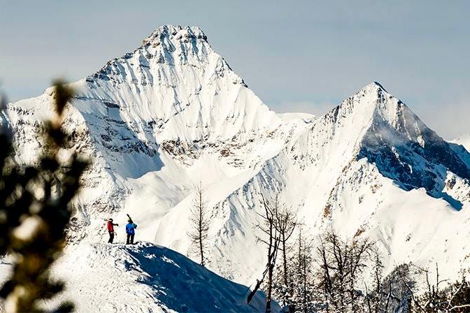 Off-piste skiing at Taynton Bowl in Panorama Mountain Resort