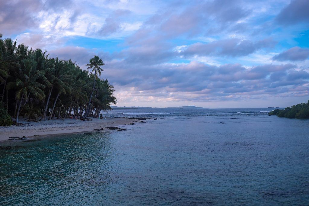 Relax on a tropical beach in the PHILIPPINES backpacking the asian trail