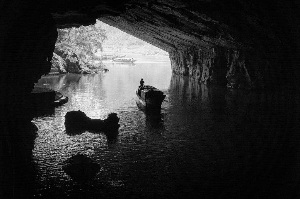 Guide to Vietnam enter the dark cave in Phong Nha