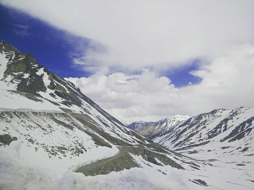 snowy mountains in Drass, daring adventure in Kashmir
