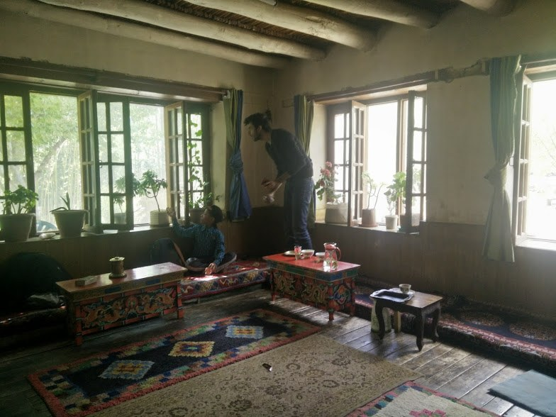 living room in a house in drass, daring adventure in Kashmir