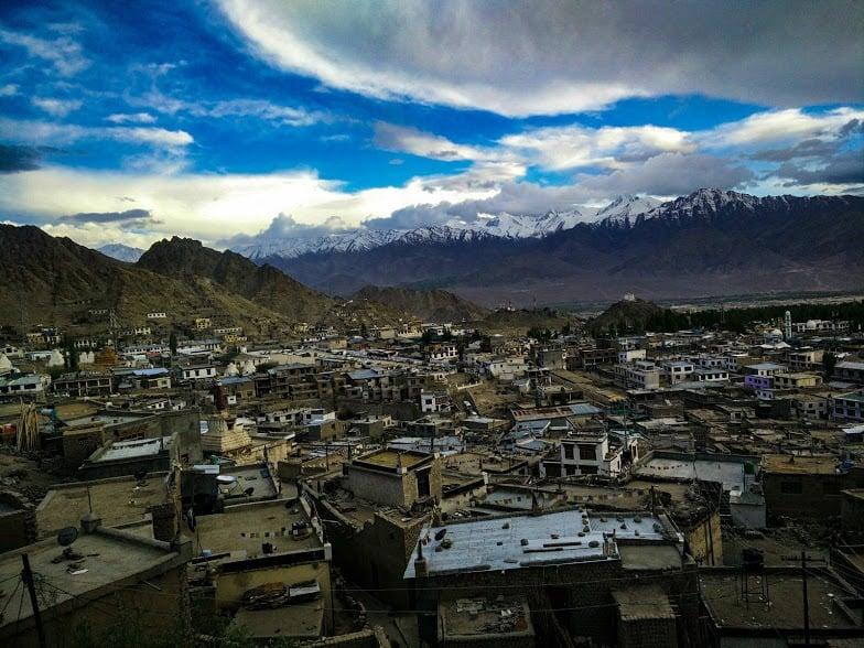 the town of Ladakh, daring adventure in Kashmir