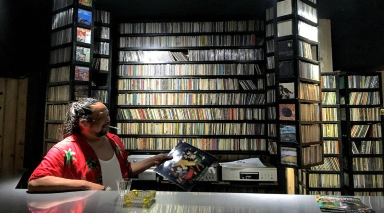 listen to records in mac bar, hiroshima, japan