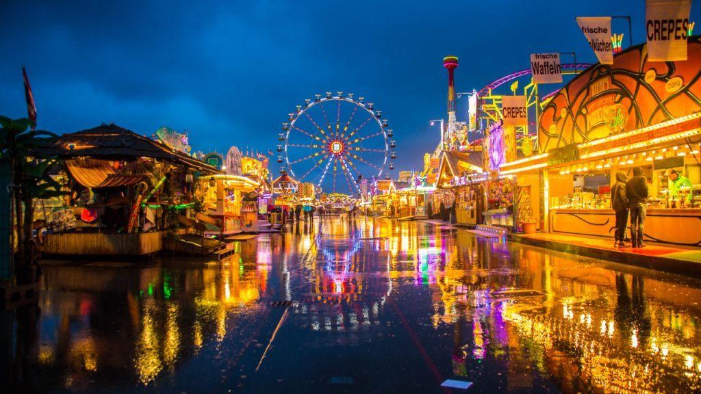 Frühlingsfest stalls rides and fairground