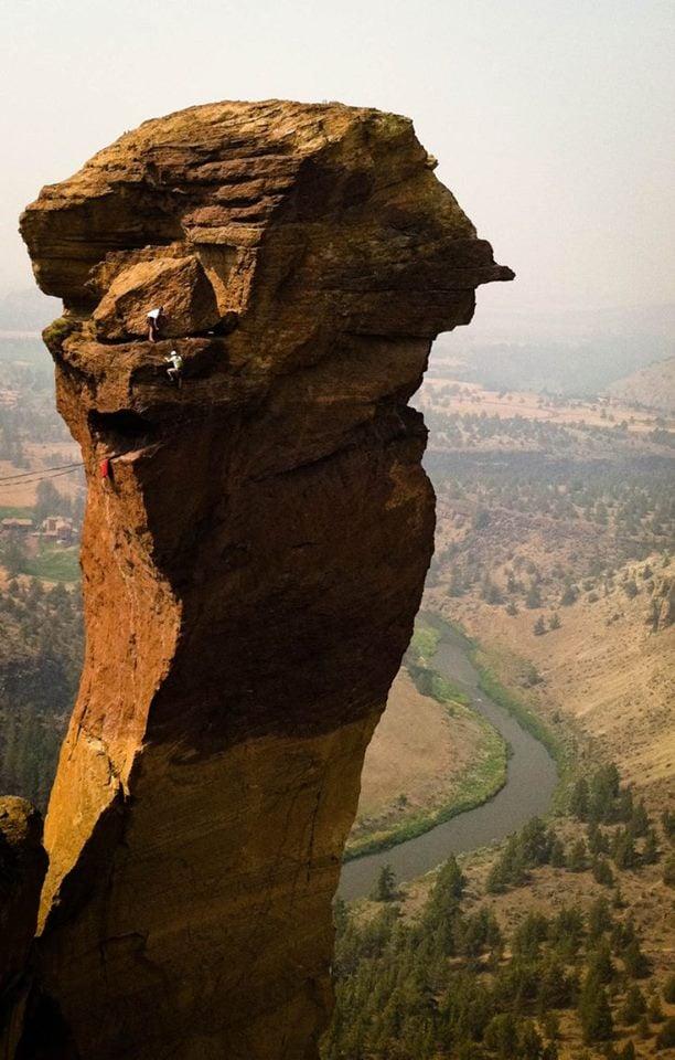 Smith Rock Climbing in the smith rock national park