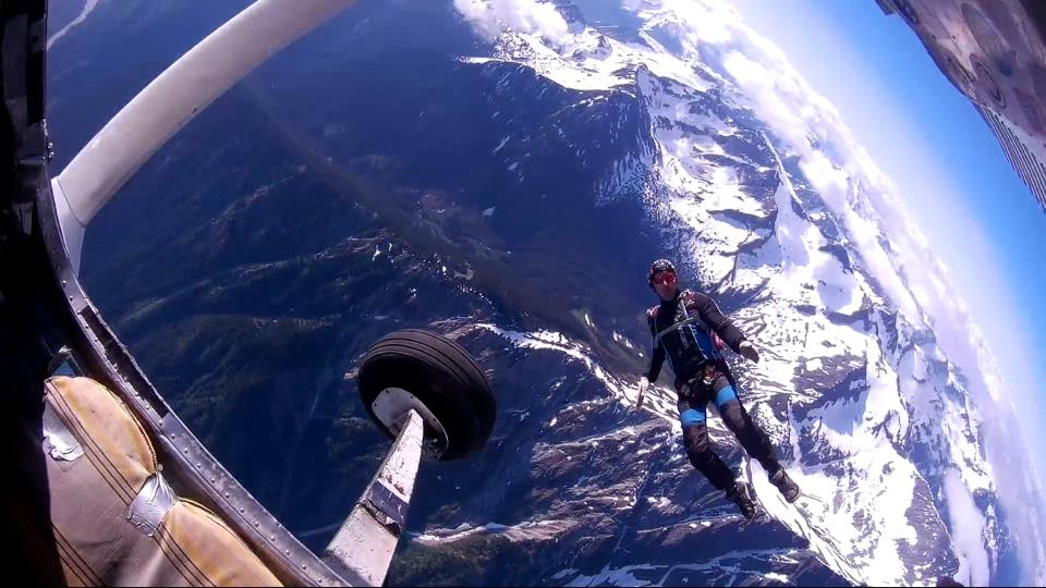 Best Places To Skydive in Canada