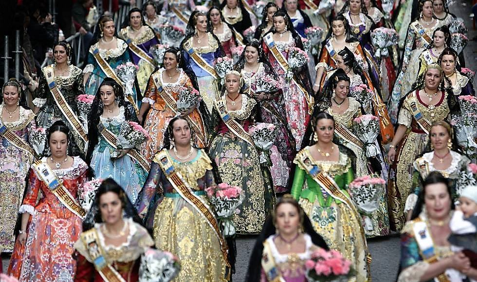 traditional costumes celebrating the Valencian tradition