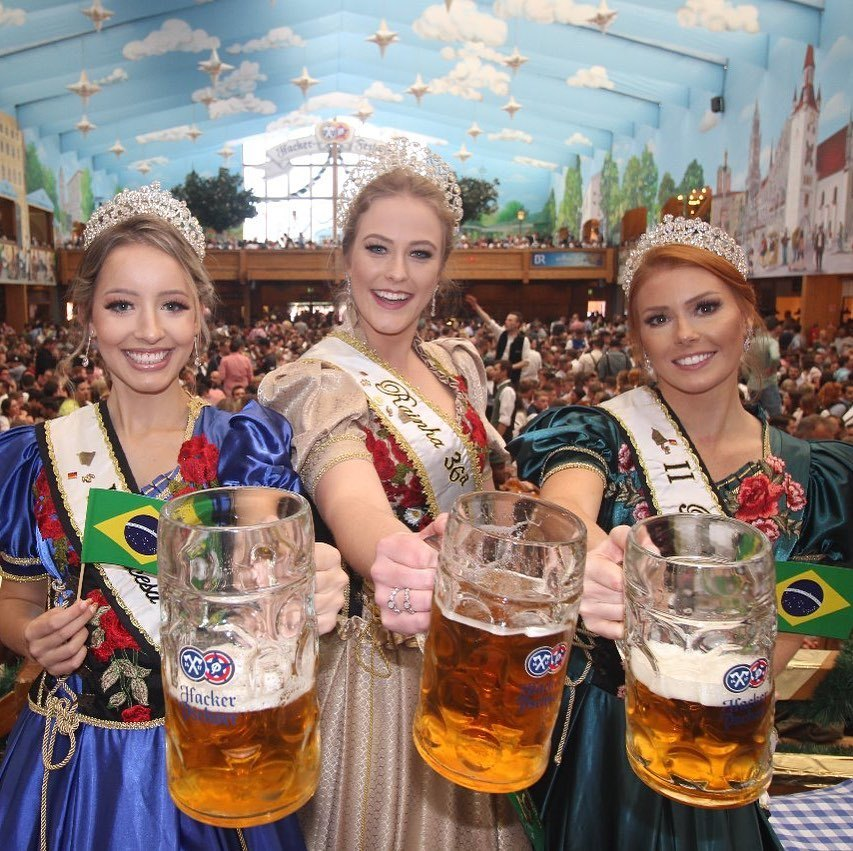 Girls and beers in Blumenau