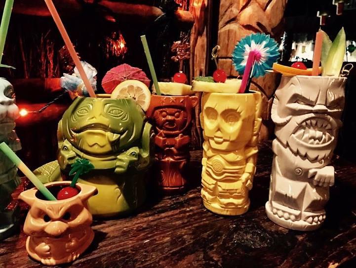 bars in Minneapolis, Psycho Suzi's Motor Lounge
