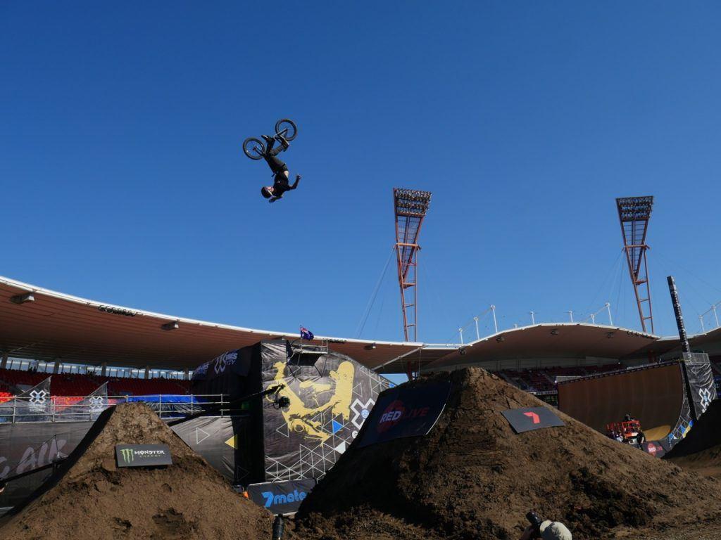 BMX Dirt Qualifier no hands back flip