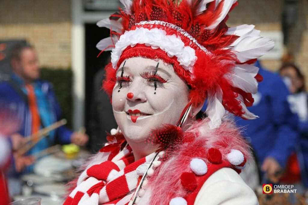 Red and white are the carnival's colours