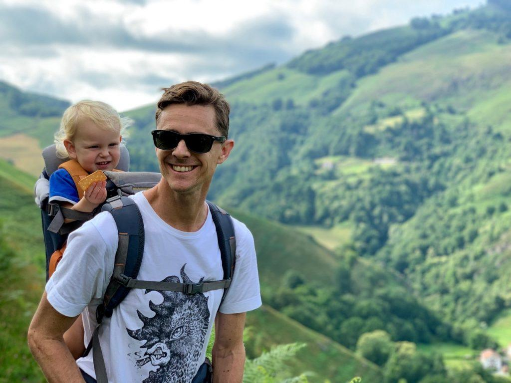 Family excursion oli russell-cowan with Theo hiking in France