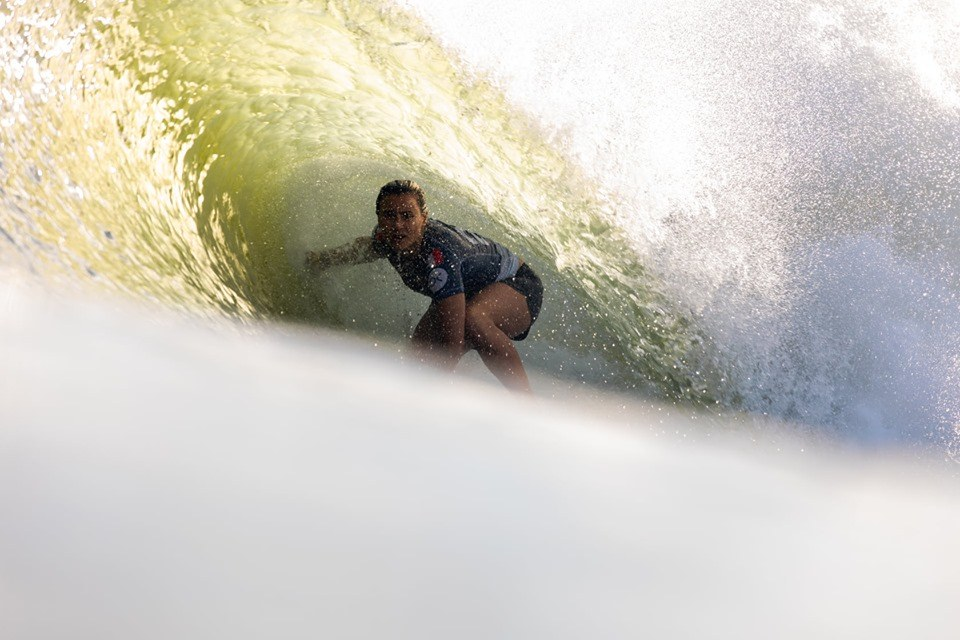 Johanne Defay at the surf ranch getting barrelled