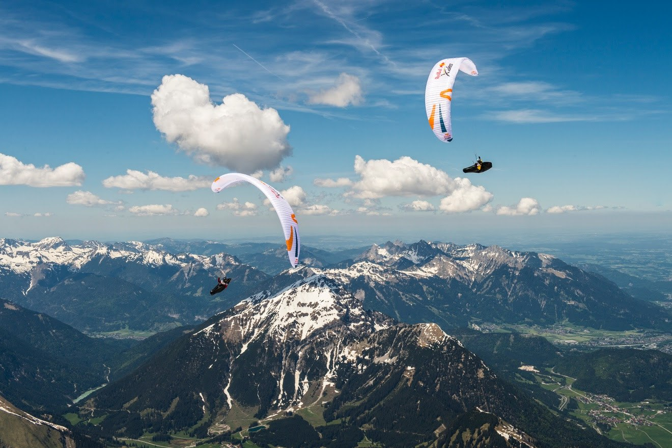 Red Bull X-Alps flying high in the Alps